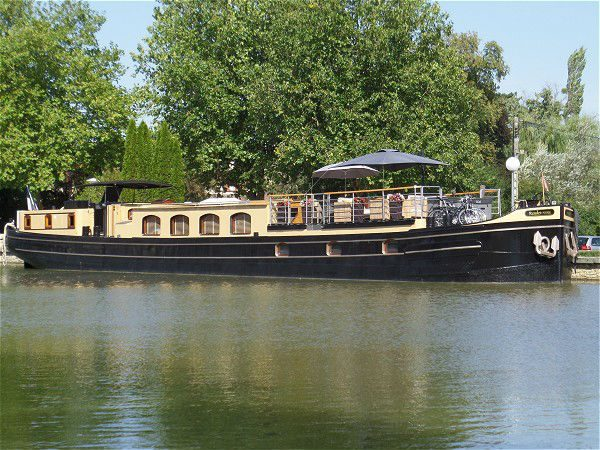 Barge Couple – France – Seasonal