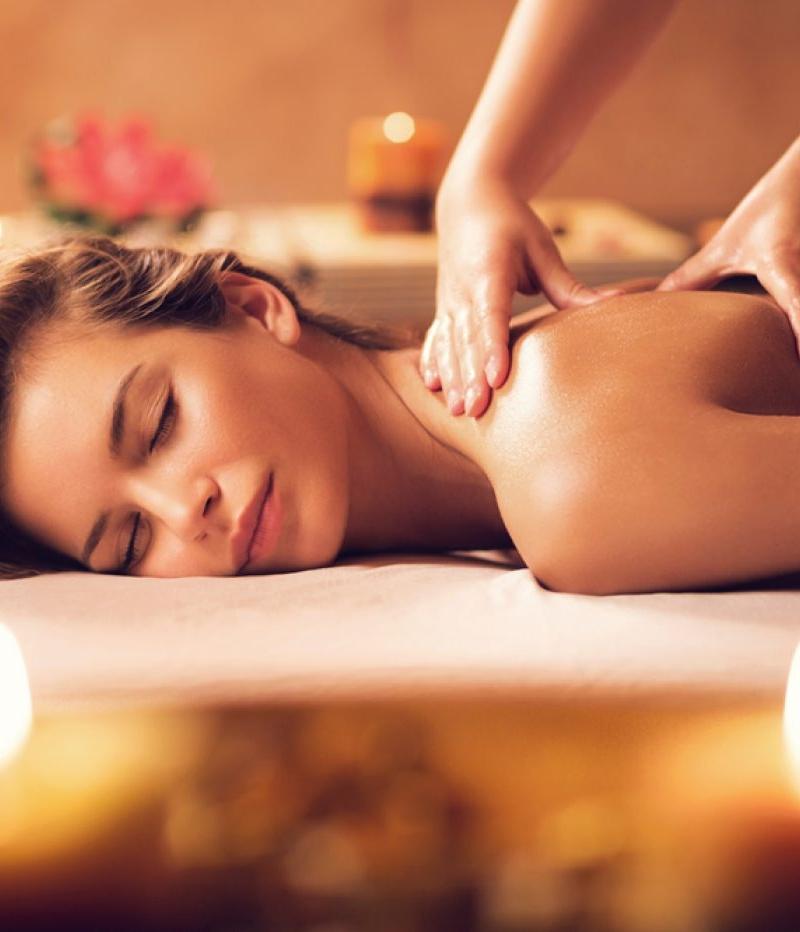 Thai Masseuse & Spa Therapist – Surrey